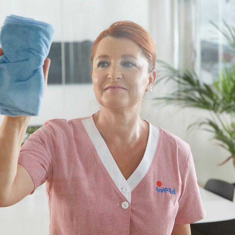 Te ofrecemos toda la variedad de servicios de limpieza que puedas necesitar, incluyendo los servicios etiquetados con el Ecolabel europeo.